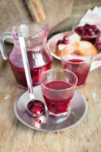 Kisiel (traditionelles russisches Getränk aus Kirschen, Zucker und Maisstärke)