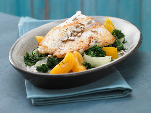Spinach and apricots with fillet of cod