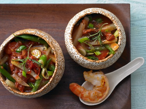 Prawn and vegetable stew with two different types of tomatoes