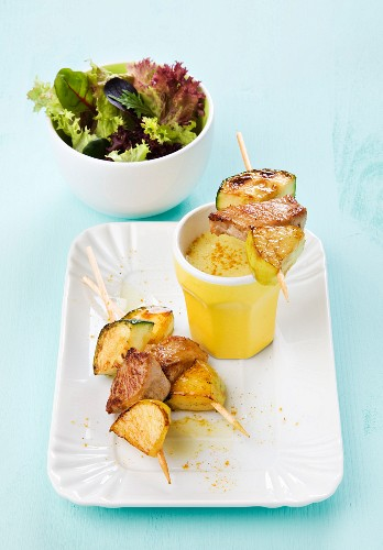 Pork, apple & courgette skewer with curry sauce and leaf salad
