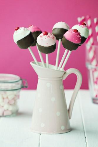 Cupcake shaped cake pops