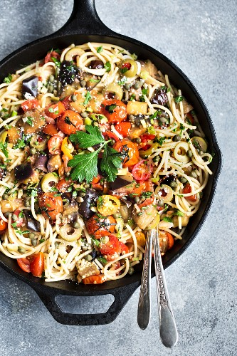 Spaghetti with aubergine and tomato