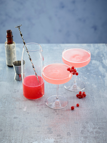 Champagne and redcurrant cocktails
