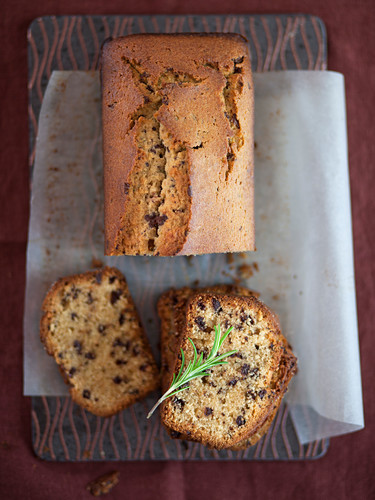 Stracciatella cake with olive oil and rosemary