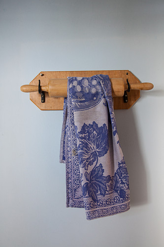 DIY wall holder for rolling pin and tea towel