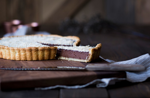 Tart with chocolate mousse and toasted coconut