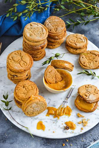 Shortbread cookies with caramel cream