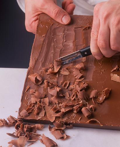 Schokolade in Späne hobeln