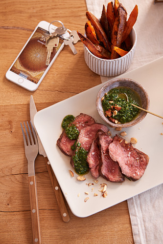 Flank steak with sweet potato chips and rocket pesto (after work)