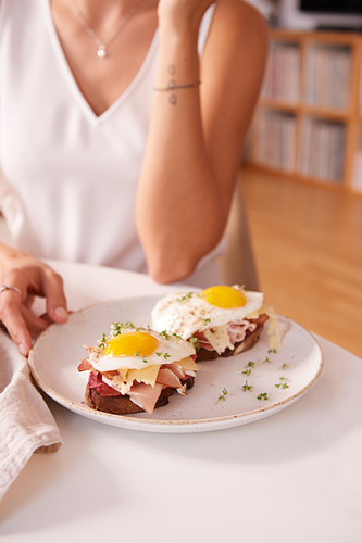 Ham and eggs on toast (after work)