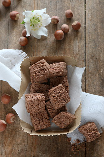 Gluten-free biscuit bites with cocoa and hazelnuts