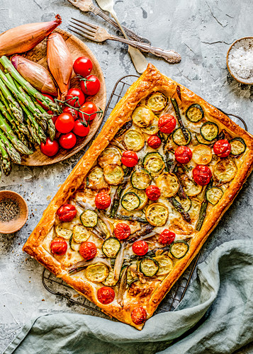 Puff pastry tart with vegetables