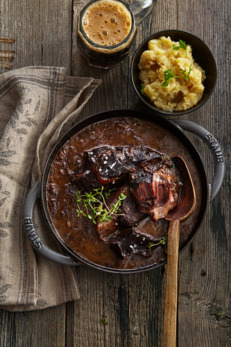 Beef cheeks with ginger and dark beer