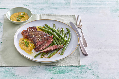 Beef steak with sauce Béarnaise and green beans