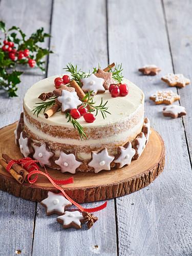 Christmas cake with small Nuremberg gingerbreads