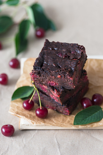 Brownie squares with cherries