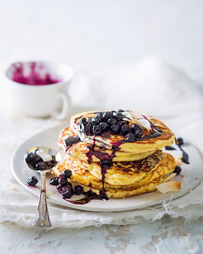 Coconut-ricotta hot cakes with blueberry compote