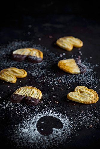 Palmiers with icing sugar and chocolate