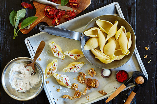Shell pasta with a tomato and ricotta filling