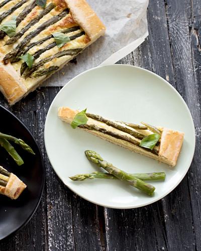 Asparagus tart with ricotta, one slice on a plate