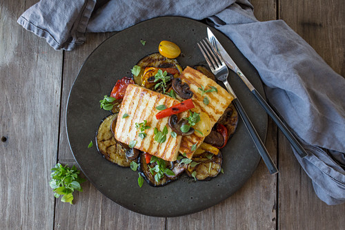 Grilled cheese and vegetables