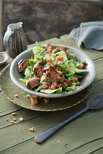 Green bean salad with garlic salami, fried porcini mushrooms and grissini croutons