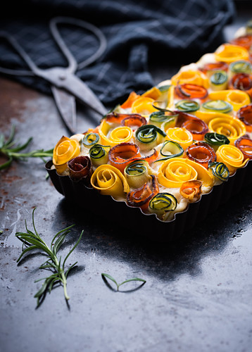 Colourful carrot and zucchini quiche (vegan)