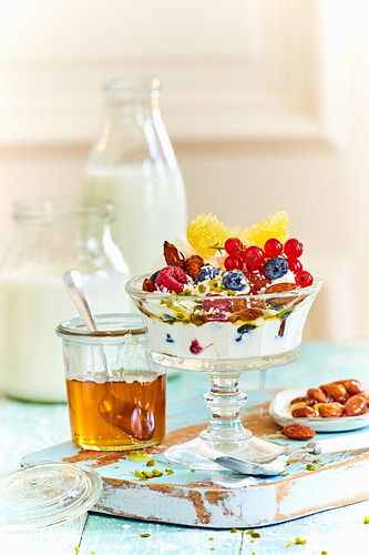 Fruit yoghurt with honey and almonds