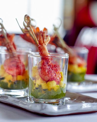 Tandoori prawns with mango in the glass