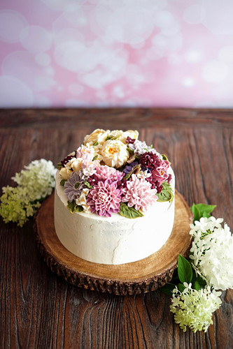 Flower cake with Korean shine buttercream