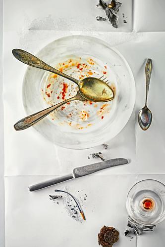 Food art: used crockery (inspired by Daniel Spoerri)