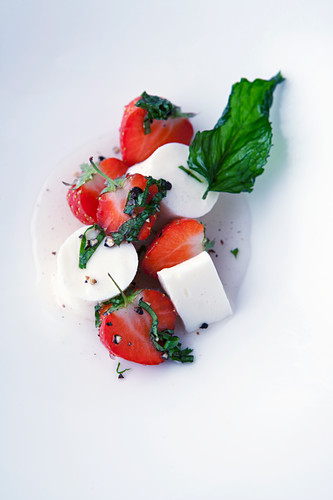 Strawberries with buttermilk mousse, Sezechuan pepper and mint