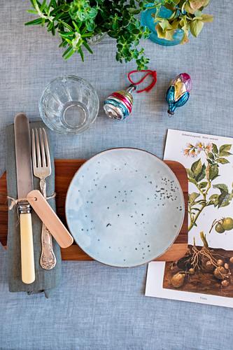 Botanical Christmas table setting