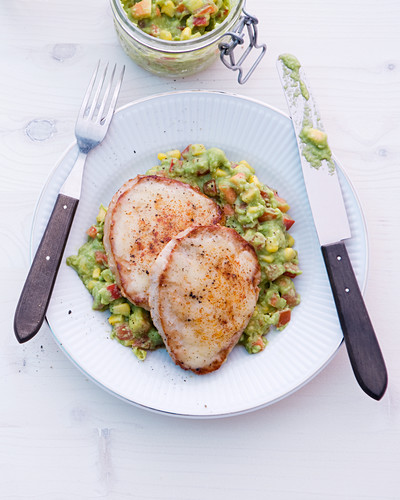 Minute escalopes with guacamole