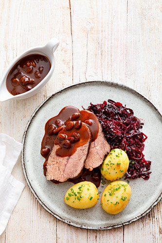 Rhineland beef with red cabbage and potatoes