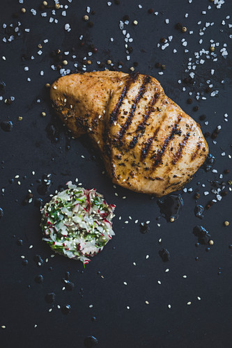 Grilled chicken breast with caramelised radishes (seen from above)