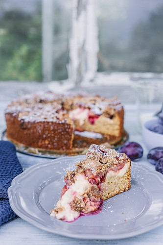 Plum cake with vanilla, and hazelnut crumbles, sliced