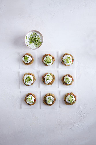 Quinoa and vegetable fritters with a cucumber dip
