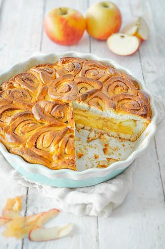 Apple and cinnamon roll cake