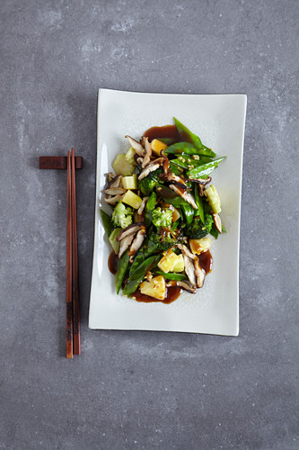 Stir-fried, sweet-and-sour Chinese vegetables