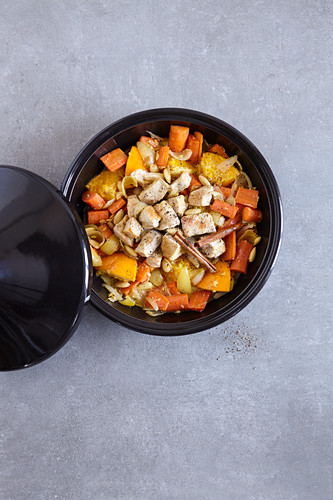 Aromatic chicken with carrots made in a tagine