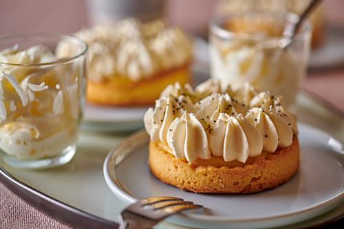 Lemon cake with poppyseeds