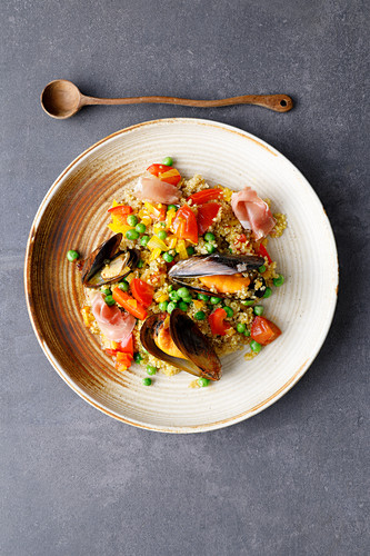Quinoa paella with mussels