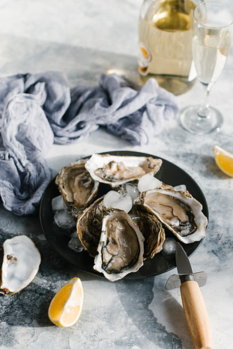 Oysters with lemon and champagne