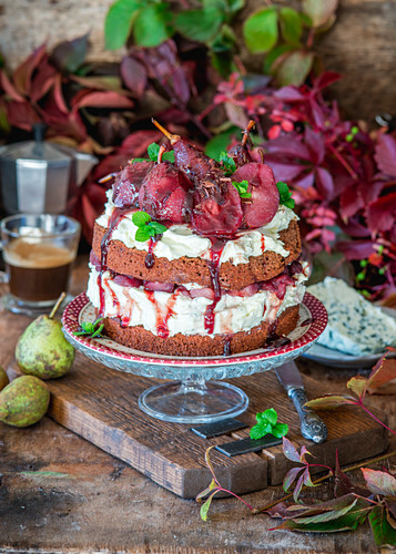 Cake with red wine poached pears and blue cheese