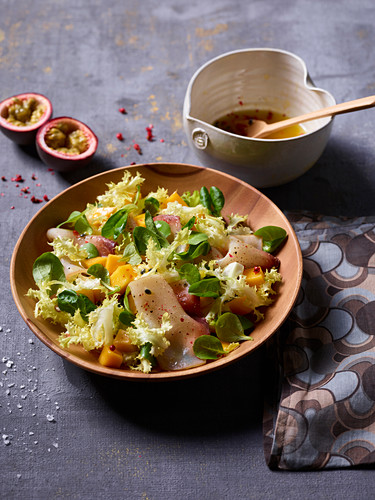 Mixed salad with mango, smoked fish and passion fruit sauce
