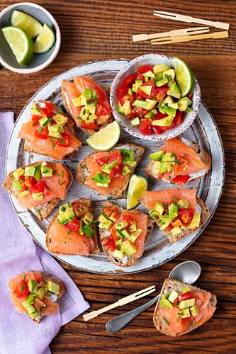 Croutons with smoked salmon and avocado tomato salsa