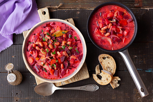 Beetroot soup with white bean