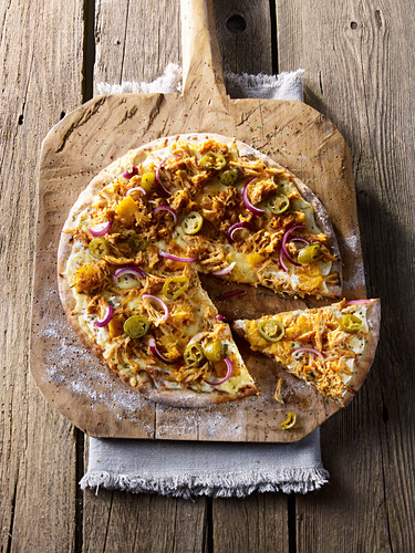 Pulled chicken pizza with pineapple and red onions