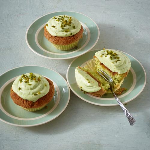 Pistachio poke muffins